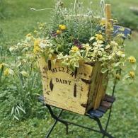 ящик на подставке для цветов