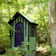красочный дизайн садовой уборной