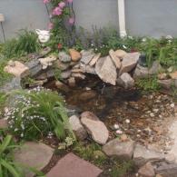 каменные берега с карманами для растений