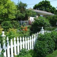 ограда уютного сада