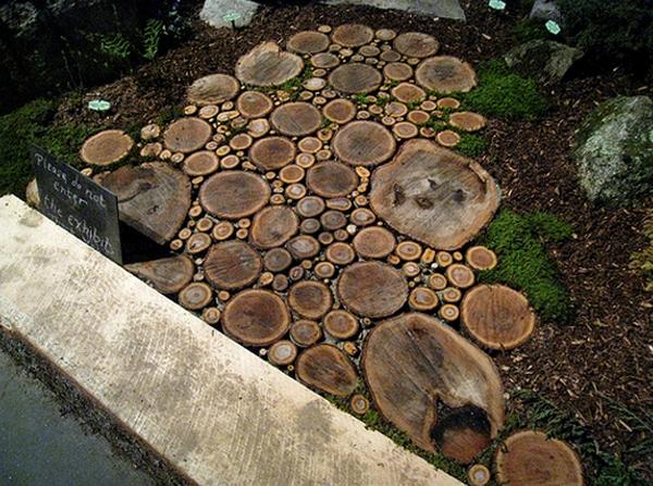 садовая дорожка из древесных спилов