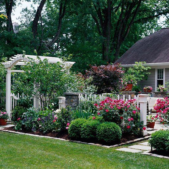 Красивый маленький сад 199